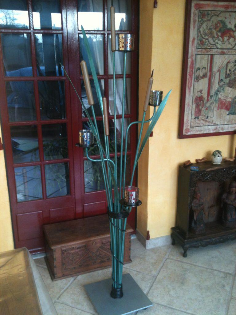 Candélabre en fer forgé a 4 bougies au décor de roseaux  Finition : peinture