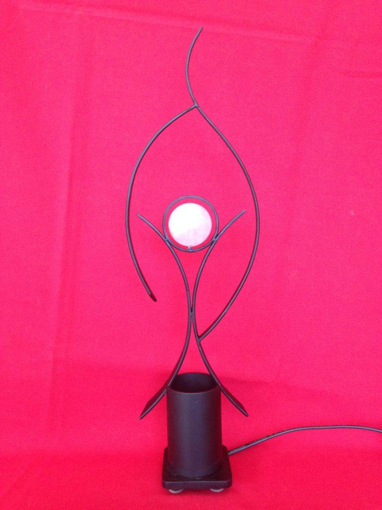 Lampe en fer forgé avec une boule en quartz rose
