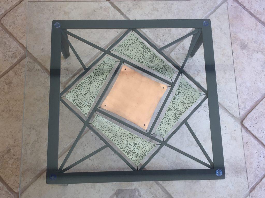 Table basse en fer forgé avec inserts cuivre, couleur gris anthracite